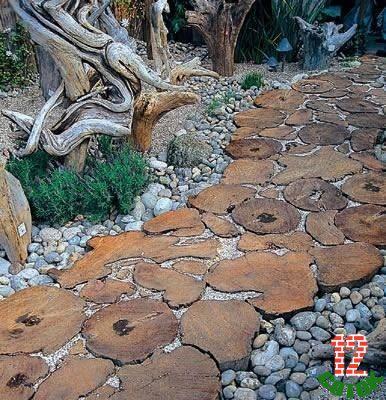 Дорожка в саду своими руками из спилов дерева своими руками